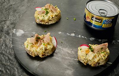1.Tartine cu salată de ouă și ton